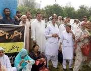 اسلام آباد:پمز ملازمین ایم ٹی آئی کیخلاف احتجاج کررہے ہیں۔