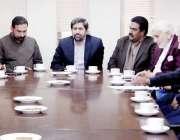 لاہور: صوبائی وزیر اطلاعات و ثقافت فیاض الحسن چوہان اپنے دفتر میں ڈسٹرکٹ ..