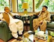 لاہور: وفاقی وزیرر یلوے شیخ رشید احمد سے چیف سیکرٹری پنجاب ملاقات کررہے ..