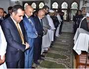 لاہور: افغان صدر اشرف غنی وفد کے ہمراہ گورنر ہاؤس میں نماز جمعہ ادا ..
