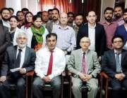لاہور: جنرل ہسپتال کے شعبہ ای این ٹی کے زیر اہتمام کریش کورس کے شرکاء ..