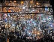 راولپنڈی: باڑہ مارکیٹ میں عید کی خریداری کے لیے آئے شہریوں کے رش کا ..