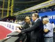 واشنگٹن: وزیر خارجہ مخدوم شاہ محمود قریشی کیپٹل ون ایرینا کا دورہ کر ..