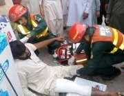 راولپنڈی: کیانی روڈ پر موٹر سائیکل سوار حادثے کے شکار شہری کو ریسکیو ..