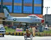 ہری پور: شاہراہ قراقرم پر ہری پور میں جنگی یادگاری ہوائی جہاز 53-1102 کا ..