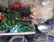 راولپنڈی: رمضان المبارک میں سہ پہر کے وقت گاہکوں کی کمی کے باعث ایک ..