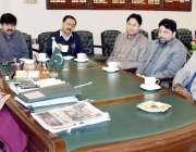 لاہور: ڈپٹی کمشنر لاہور صالحہ سعید شہر کے بڑے سٹوروں کے حوالے سے اجلاس ..