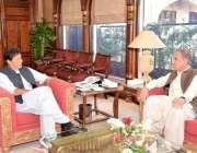 اسلام آباد: وزیر اعظم عمران خان سے وزیر خارجہ مخدوم شاہ محمود قریشی ..