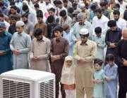 لاہور: شہری تاریخی بادشاہی مسجد میں ماہ صیام کے دوسرے جمعةالمبارک کی ..