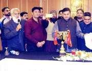 لاہور: وزیر اعلیٰ پنجاب کے معاون خصوصی برائے کھیل ملک عمر فاروق پنجاب ..