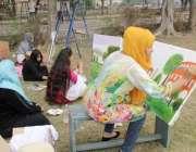 لاہور: الحمراء قذافی سٹیڈیم میں مختلف کالجز کی طالبات پینٹنگ کے مقابلے ..