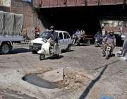 راولپنڈی: کینٹ بورڈ کی حدود کوالمنڈی کے قریب روڈ کے درمیان کھلا مین ..