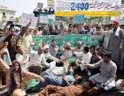 لاہور: پنجاب ہیلتھ انجینئرنگ کے ملازمین اپنے مطالبات کے حق میں مال ..