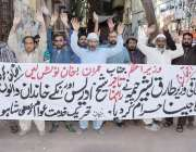 لاہور: تحریک انصاف خدمت عوام گڑھی شاہوں کے زیر اہتمام مظاہرہ کیا جارہا ..