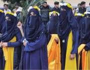 پشاور:طالبات صوابی یونیورسٹی کے زیر اہتمام سپورٹس گالا میں شریک ہیں۔