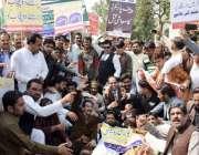 لاہور: پنجاب پرائیوریٹ سکولز ایسوسی ایشن کے زیر اہتمام مال روڈ پر اپنے ..