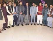 لاہور:تحریک انصاف کے رہنما حافظ جنید گجر کی دعوت ولیمہ کے موقع پر مہر ..