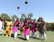 بھٹشاہ: روایتی رقص کرنے والے حضرت شاہ عبد اللطیف بھٹائی کے 276 ویں عرس ..