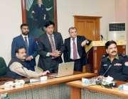 لاہور: وزیر اعلیٰ پنجاب عثمان بزدار، آئی جی پولیس امجد جاوید سلیمی ..