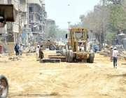 کراچی: پاکستان چوک جانے والی سرک پر تعمیراتی کام جاری ہے۔