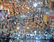 راولپنڈی: عید کی تیاریوں میں مصروف شہری باڑہ بازار سے خریداری کر رہے ..