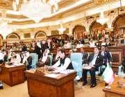 مکہ: وزیر اعظم عمران خان14ویں اسلامی سیمینار سے خطاب کر رہے ہیں۔