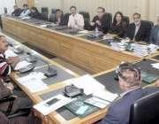 لاہور: ڈائریکٹر جنرل سپورٹس پنجاب ندیم سرور نیشنل ہاکی سٹیڈیم میں کوچنگ ..