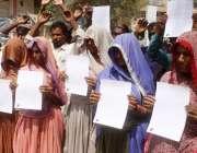 حیدر آباد: بدین کے رہائشی مطالبات کے حق میں احتجاج کر رہے ہیں۔