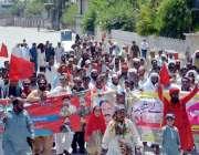 اٹک: یکم مئی کے موقع پر مزدور اپنے حقوق کے لیے ریلی نکال رہے ہیں۔