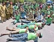 لاہور: سویپر یونین کے زیر اہتمام ملازمین اپنے مطالبات کے حق میں احتجاج ..