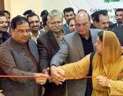 لاہور: صوبائی وزراء راجہ محمد بشارت، ڈاکٹر یاسمین راشد اور چوہدری ظہیر ..