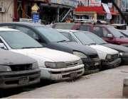 راولپنڈی: تھانہ نیو ٹاؤن کے باہر کھڑی مختلف مقدمات میں بند گاڑیاں کھڑی ..