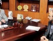 لاہور: صوبائی وزیر سکولز ایجوکیشن مراد راس سے پاکستانی کنیڈین نژاد ..