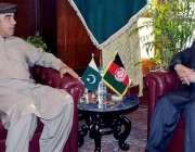 پشاور: گورنر خیبر پختونخوا شاہ فرمان سے افغانستان کے سفیر عاطف مشال ..