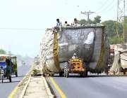 ملتان: ٹریکٹر ٹرالی پر اوور لوڈنگ کی گئی ہے جس کے باعث کوئی حادثہ رونما ..