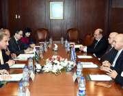 اسلام آباد: وزیر خارجہ مخدوم شاہ محمود قریشی دفتر خارجہ میں نائب صدر ..