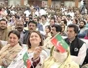 اسلام آباد: تحریک انصاف کے یوم تاسیس کے کنونشن میں شریک ایک خاتون رہنما ..