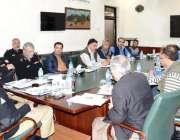 کوئٹہ: انسپکٹر جنرل پولیس بلوچستان محسن حسن بٹ صحافیوں سے بات چیت کر ..