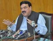 لاہور: وفاقی وزیر ریلوے شیخ رشید احمد ریلوے ہیڈ کوارٹرز آفس لاہور میں ..