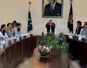 پشاور: گورنر خیبر پختونخوا شاہ فرمان گومل یونیورسٹی سینیٹ اجلاس کی ..