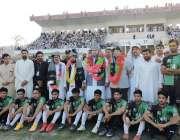 بنوں: آل پاکستان جشن بہاراں فٹبال میلے کے اختتام پر ڈی آئی جی عبداللہ ..