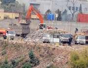 راولپنڈی: ویسٹ مینجمنٹ کمپنی نے نالہ لئی کنارے گھروں کے پاس کچرا جمع ..