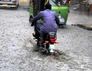 راولپنڈی: موسلا دھار بارد کے بعد امام باڑہ چوک سے گاڑیاں جمع پانی سے ..