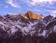 گلگت: پہاڑوں پر پڑی برف دلکش منظر پیش کر رہی ہے۔