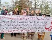 راولپنڈی: روات سٹیج کے رہائشی مطالبات کے حق میں احتجاج کر رہے ہیں۔