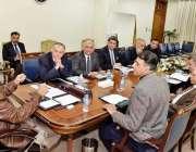 اسلام آباد: وزیر اعظم عمران خان اعلیٰ سطحی اجلاس کی صدارت کررہے ہیں۔