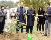 اسلام آباد: وفاقی وزیر صحت عامر محمود کیانی اور وفاقی دارالحکومت میں ..