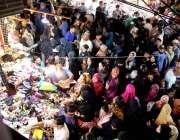 حیدر آباد: عید کی تیاریوں میں مصروف خواتین جھنگ بازار سے خریداری کر ..