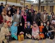 کوئٹہ: جرمن سفیر مارٹن کوبلر کا سردار بہادر خان وومن یونیورسٹی کے سٹوڈنٹس ..