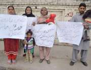 لاہور: شیخوپورہ کے رہائشی اپنے مطالبات کے حق میں پریس کلب کے باہر احتجاج ..